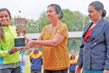 Hiruni Wijayaratne receiving the Huxley's Wintogeno Challenge Trophy for the Best Performance (Women) - Long distance running, at the 97th National Athletics Championships held at the Sugathadasa Stadium. (Picture by Wasitha Patabendige)