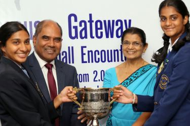 The two captains of the teams handing over the trophy  (from left)  Gateway College captain Rithu Munasinghe, Dr. Harsha Alles – Chairman, Gateway Group, Mrs. Nelum Senadheera – Principal of Musaeus College, and Musaeus College captain Tiana Bollegala. (Picture by Rukmal Gamage)