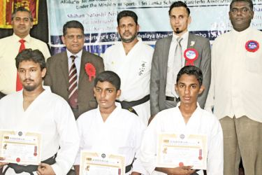 Three students from Zahira College M. R. M. Shuhail, Aamir Adnan and Aaqib Ahamed who received Certificates with chief guest Shihan Mahdi Karimi, guests of honour Triizviy Marikkar, Dr. M.M.M. Rushanudeen, Ashroff Rumi and Instructor M.C.M. Nazar. Picture by  Ruzaik Farook