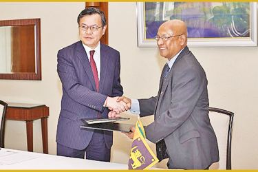 The grant contract was signed between Japanese Ambassador to Sri Lanka, Sugiyama Akira and Programme Manager of the DASH, Ananda Chandrasiri.