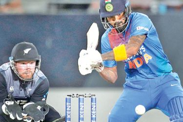 India's Lokesh Rahul (R) bats watched by New Zealand's wicketkeeper Tim Seifert (L) during the first Twenty20 cricket match between New Zealand and India at Eden Park in Auckland on January 24. AFP