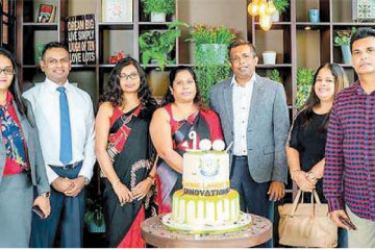 From left: Sales Manager Bathiya Subasinghe, Head of Sales and Marketing Operations Anushi Hettiarachchi, Chief Operating Officer Nishantha Gunasekara, Senior Assistant General Manager (Operations and Administration) Lanka Jayasingha, Home Lands Group Director Harshani Herath, Home Lands Group Chairman Nalin Herath, 100th customer Mr. Fernando wife and Marketing Manager Supun Iddagoda