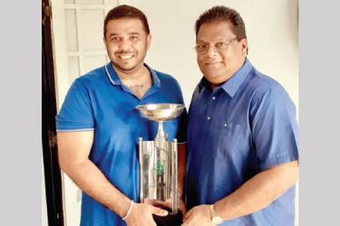 Kushantha Perera (on left) receiving the  Shashi Welgama cup from the donor.
