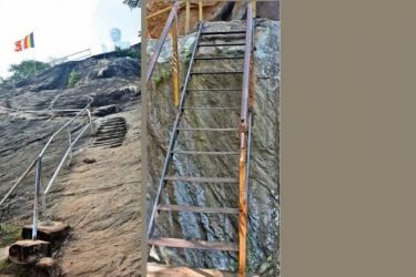 The damaged railing that poses a danger. Picture by Ranjith Asanka.