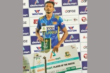 Dushmantha Chameera with the Player-of-the-Match award. Pic courtesy SLC