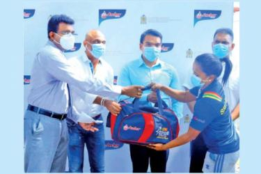 An athlete from the High-Performance Pool receiving her package from Sports Minister Namal Rajapaksa, DG of the Sports Ministry Amal Edirisooriya, and High-Performance Committee Chairman Sanjeewa Wickramanayake.