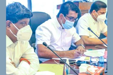 Minister Johnston Fernando and State Minister Nimal Lanza at the meeting.