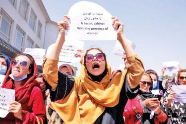 Afghan women protest demanding the preservation of their achievements and education, in front of the Presidential Palace in Kabul.