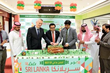 """The """"Taste of Sri Lanka"""" promotional week was held at the Jeddah Main Branchin Saudi Arabia under the patronage of Acting Consul General T. F. M. Aashiq, Regional Manager – Western Region Rills Musthafa and other LuLu staff members."""