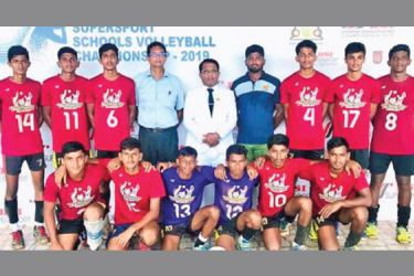 Dhammissara National School Nattandiya under 19 Volleyball Team posed for a photograph prior to the All Island DSI under 19 tournament with the school officials. (Picture by – Dilwin Mendis, Moratuwa Sports Special Correspondent)