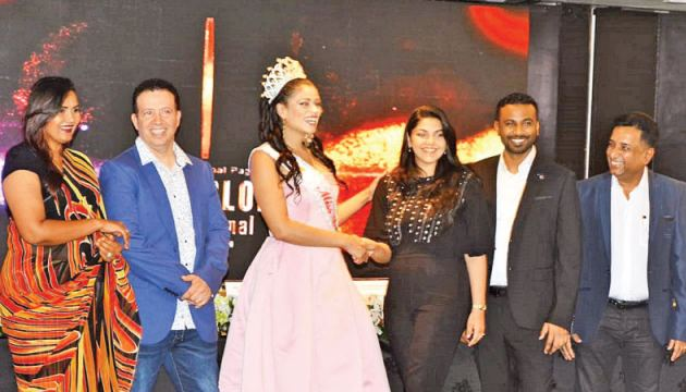 National Organizer, Tronic Entertainment, Tatyana Rajapaksa welcomes Miss USA in Colombo looked on by organizers o the pageant. Picture by Sudath Malaweera