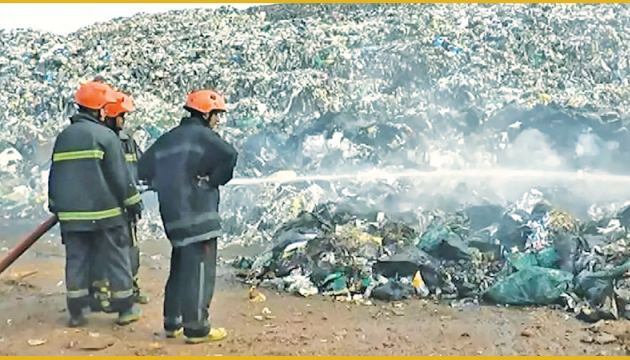 Firefighters from the Moratuwa Fire Brigade douse the fire which erupted at the Karadiyana garbage pile.