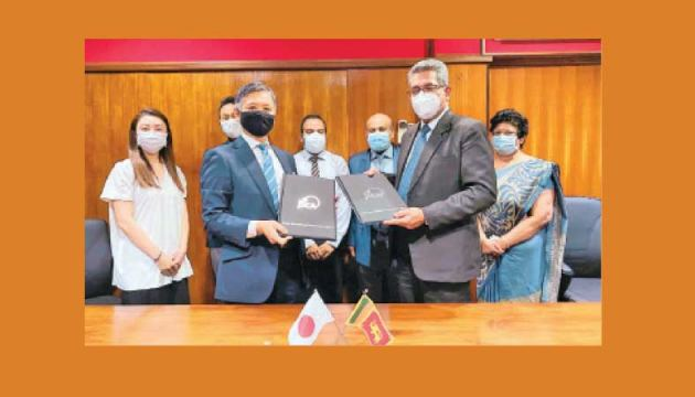 Health Ministry Secretary Major General Dr. Sanjeewa Munasinghe and Japan International Cooperation Agency (JICA) Sri Lanka Office Chief Representative Yamada Tetsuya at the signing of the Bilateral agreement on Thursday (May 13) 2021.