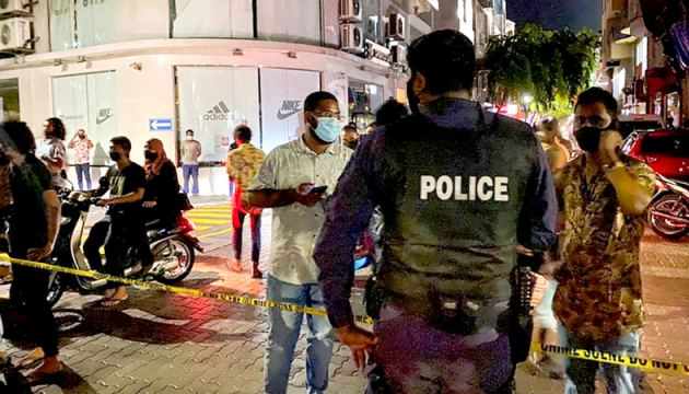 Police at the scene after the bomb blast which injured former Maldives President and current Speaker Mohamed Nasheed in Male.