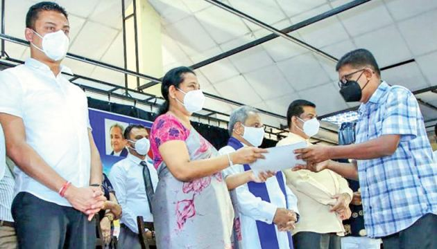 Transport Minister Pavithra Wanniarachchi presents a relief package to a bus owner at the Ratnapura Provincial Council Auditorium on Wednesday. State Minister of Transport Dilum Amunugama and Sabaragamuwa Province Governor Tikiri Kobbekaduwa were also present.