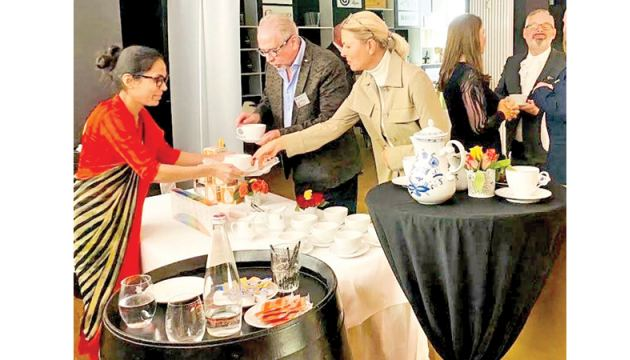The Consulate General of Sri Lanka in Frankfurt am Main organised a Tourism Promotion Event in the northeast of Hessen. Top-quality 'Seven Region Tea' from the Sri Lanka Tea Board was served under the auspices of the Consul General of Sri Lanka to Frankfurt am Main Madurika Joseph Weninger.