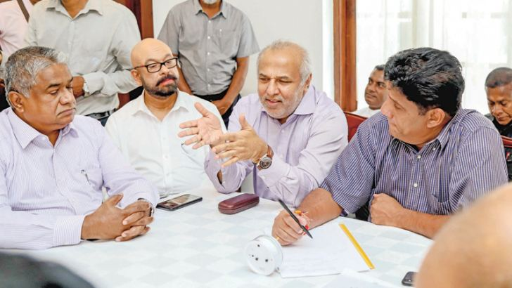United National Party Presidential candidate and Housing, Construction and Cultural Affairs Minister Sajith Premadasa, SLMC Leader and Minister Rauff Hakeem and other participants during the discussion.