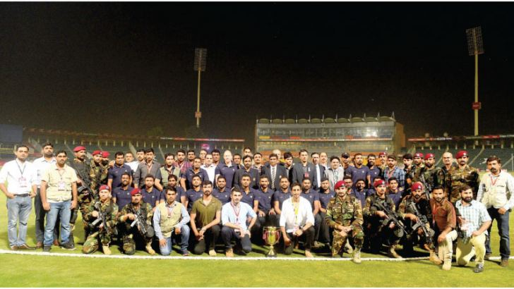 Pakistani security officials posing with the Sri Lanka cricket team during their tour to Pakistan.