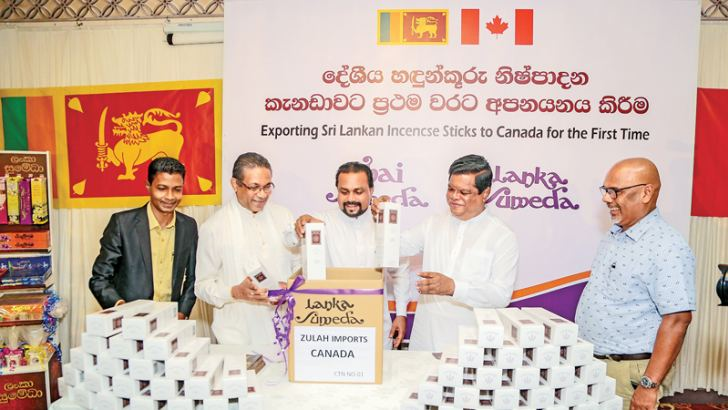 Ministers Wimal Weerawansa and Bandula Gunawardane together with Founder and Chairman of Thai Sumedha Enterprises Sumedha Elpitiya on the occasion.