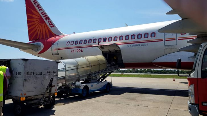 A consignmentof Indian COVID-19 aid being unloaded in Colombo