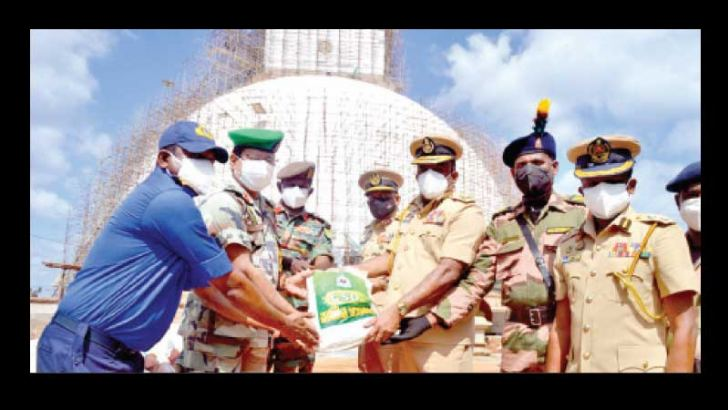 CSD Director General Major General N.R. Lamahewage (Rtd) along with a group of officers from the Chief Civil Security Department symbolically offering the stock. Picture by Amila Prabath Wanasinghe, Anuradhapura Additional Corr.