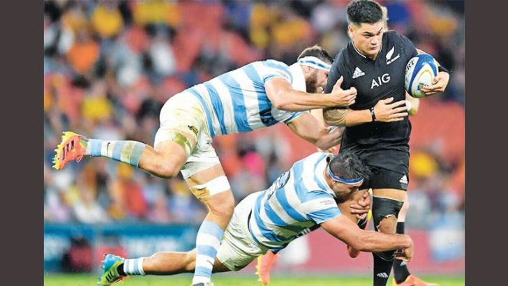 Quinn Tupaea of New Zealand is tackled by two players from Argentina