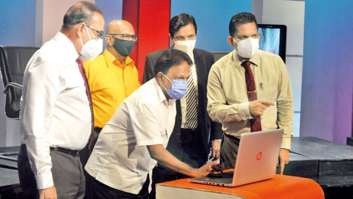 Media Minister Dullas Alahapperuma launches 'Guruthalawa' while SLRC Chairman Reginald Cooray and others look on.